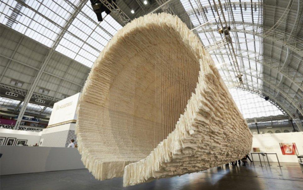 Chinês transforma 8 mil folhas de papel em obra de arte