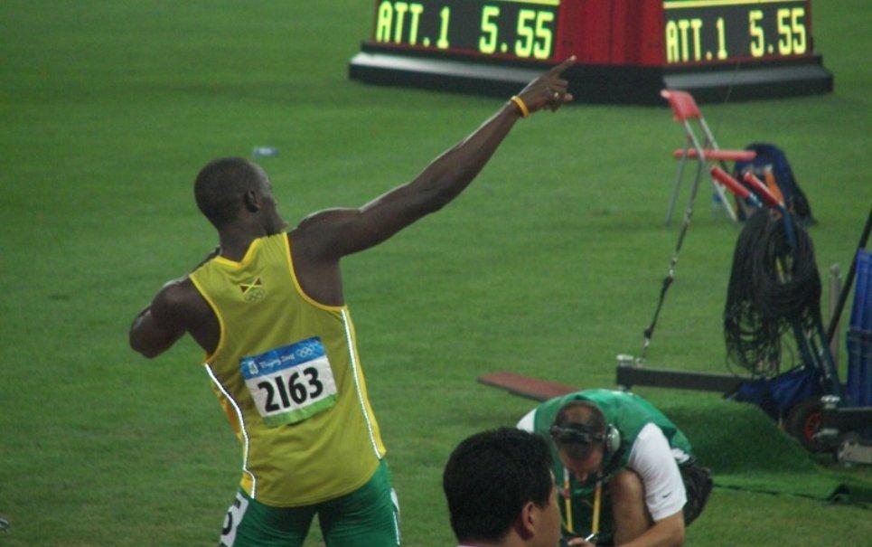 Qual é a velocidade máxima que um humano pode alcançar correndo?