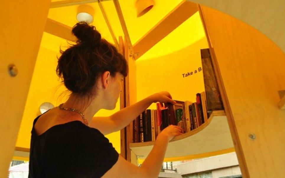 Menor biblioteca do mundo tem capacidade para apenas uma pessoa