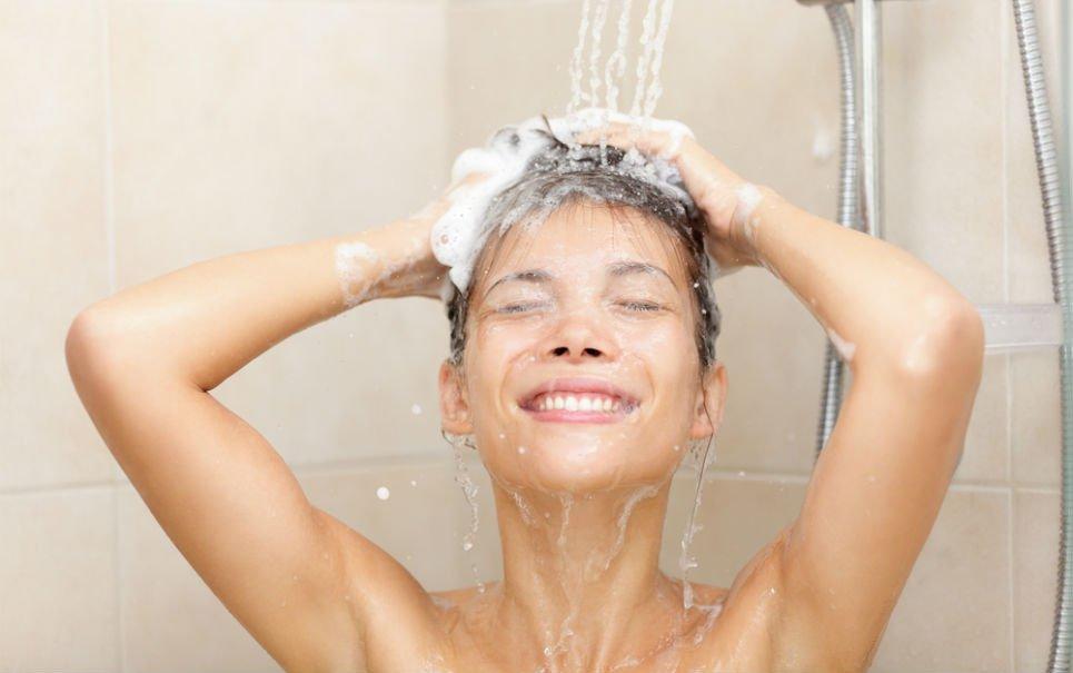 Lavar os cabelos com shampoo e condicionador é realmente necessário?