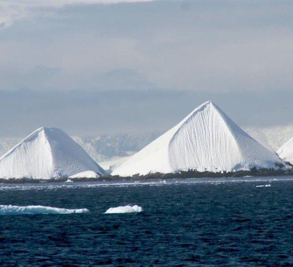 Geleiras derretem na Antártida e revelam pirâmides misteriosas