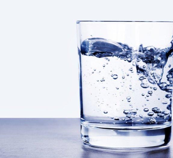 A água que escorre do ar-condicionado é boa para beber?