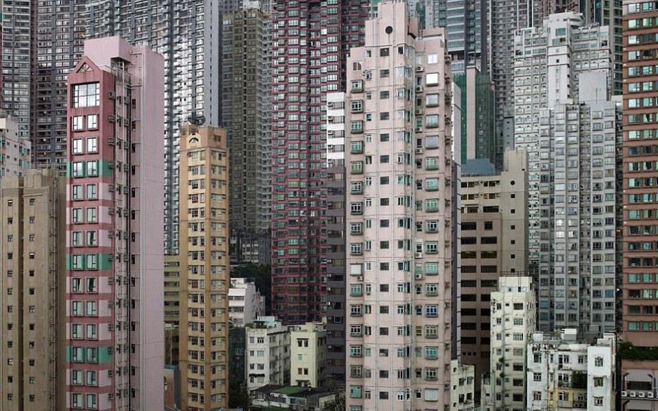 A realidade das famílias que vivem em apartamentos minúsculos em Hong Kong