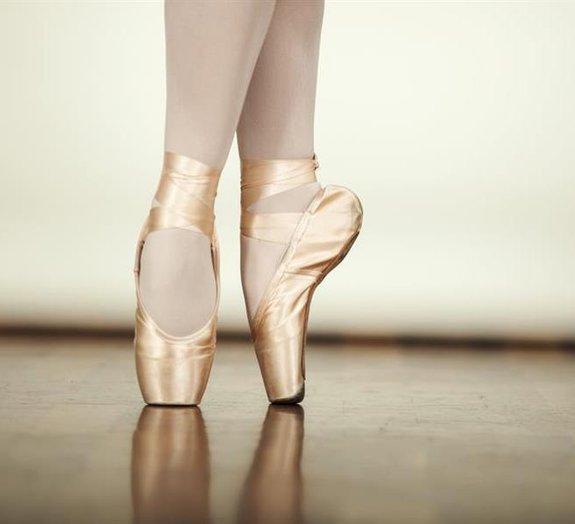 Você sabe como as bailarinas rodopiam tanto sem cair? A ciência explica!
