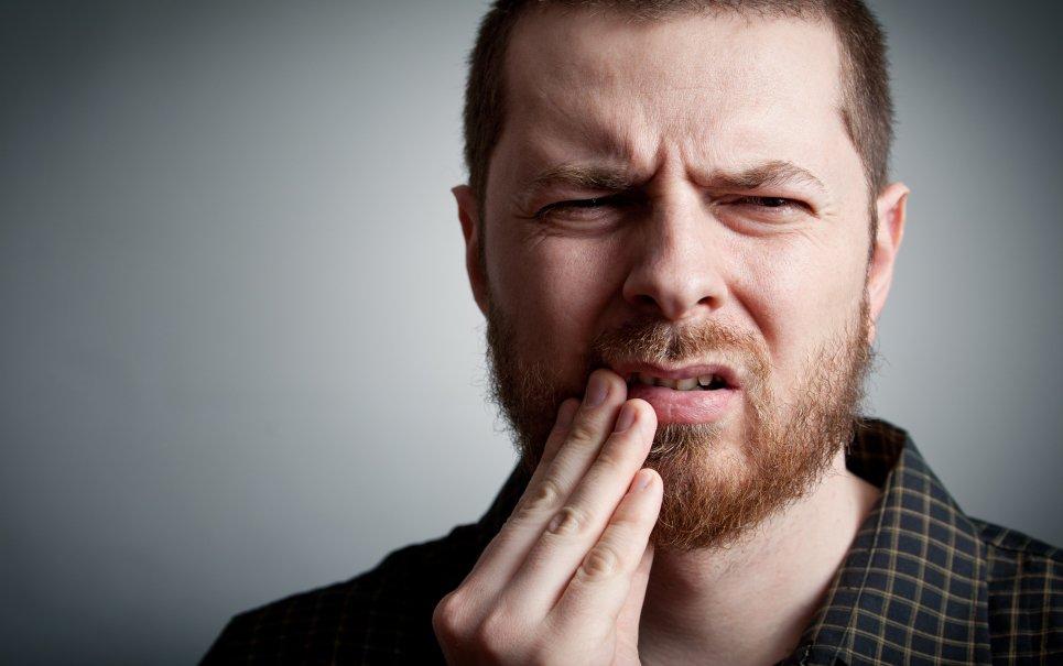 A dor de dente piora mesmo no período da noite?