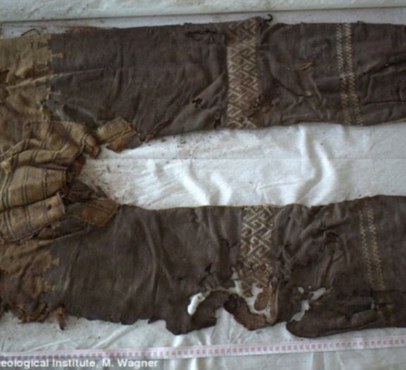 Par de calças com 3 mil anos é encontrado em tumba na China