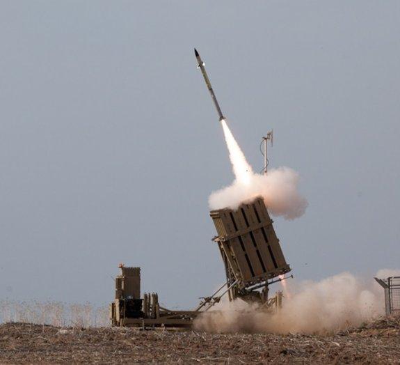 Veja foguetes do Hamas serem interceptados por defesa antiaérea de Israel