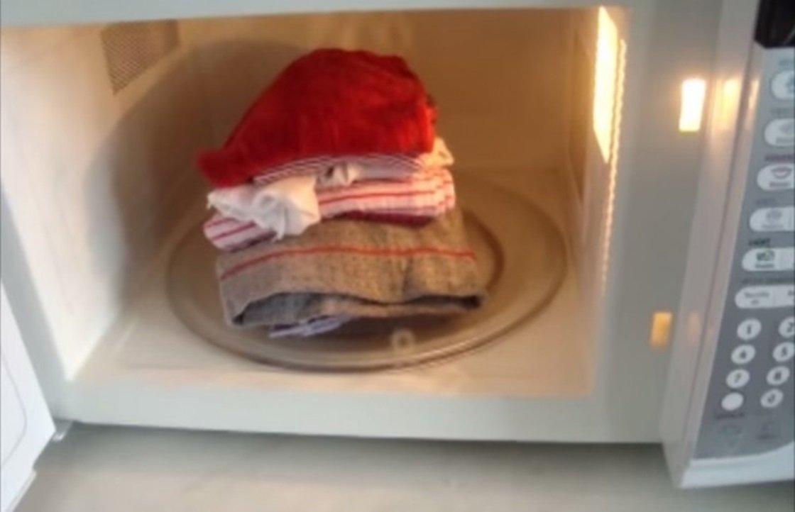 Aprenda a passar roupa utilizando o seu forno micro-ondas