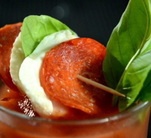 Drink feito com pepperoni e vodca é a bizarrice do momento – confira!