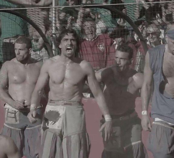 Calcio Storico: veja um grupo de jogadores se enfrentarem como gladiadores