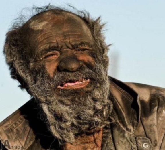Iraniano passa 60 anos sem tomar banho