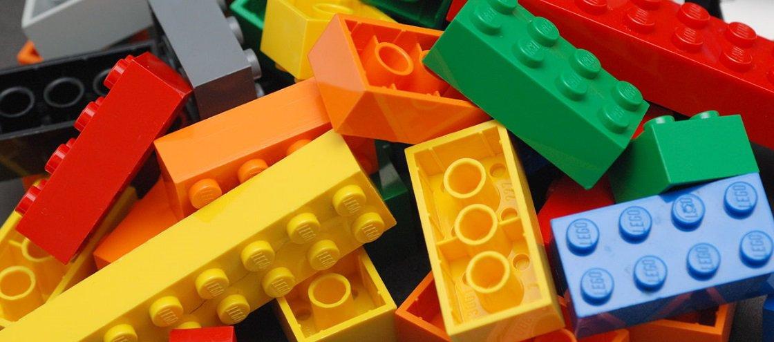 8 obras literárias recriadas com LEGO
