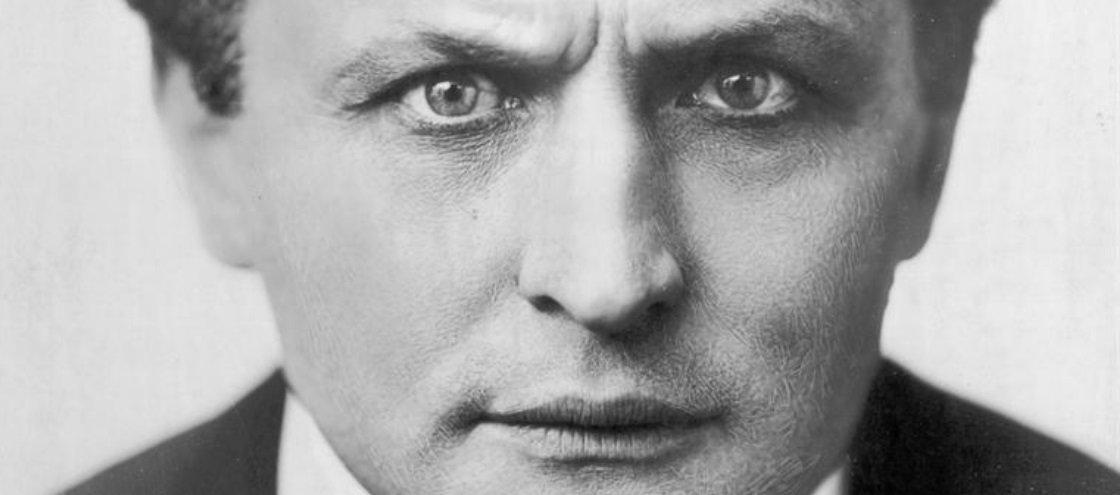Harry Houdini: conheça a história do ilusionista mais famoso do mundo