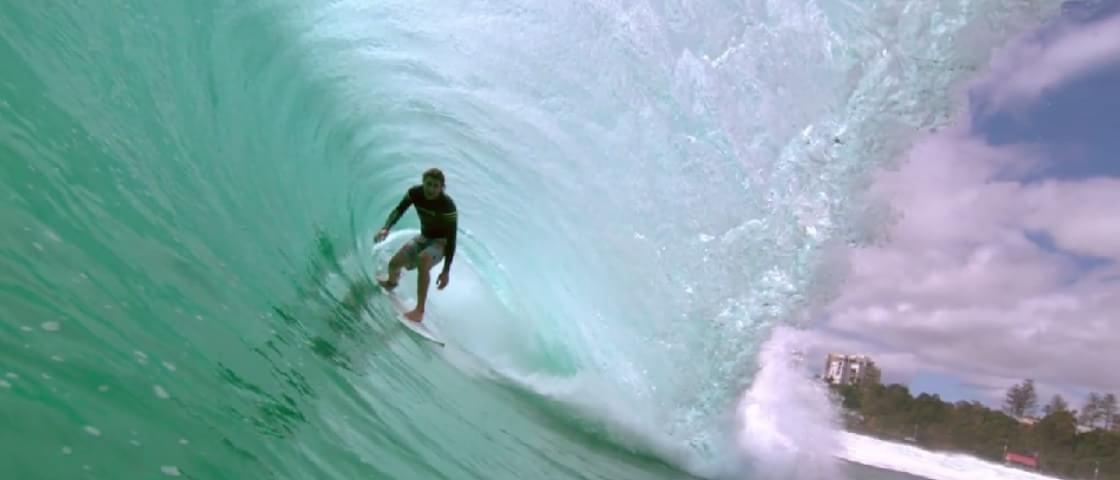 Surf em câmera lenta: este é o vídeo mais incrível que você vai ver hoje