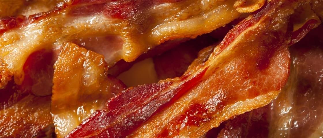 Empresa fabrica proteção íntima para homens que fritam bacon pelados