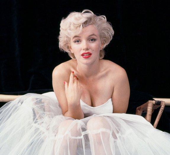 Você resistiria a uma espiadinha embaixo da saia de Marilyn Monroe? [vídeo]