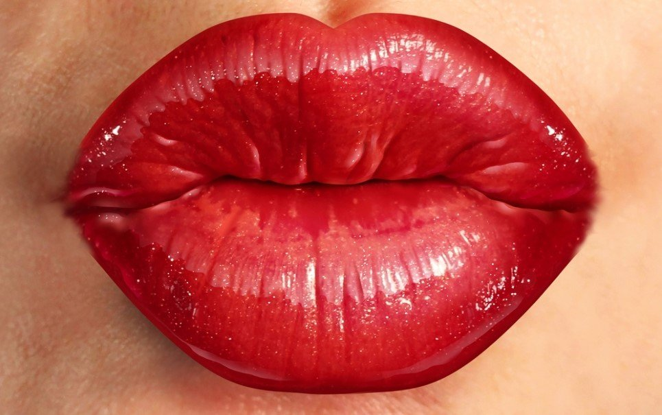 Veja como é um beijo com a visão de dentro da boca!