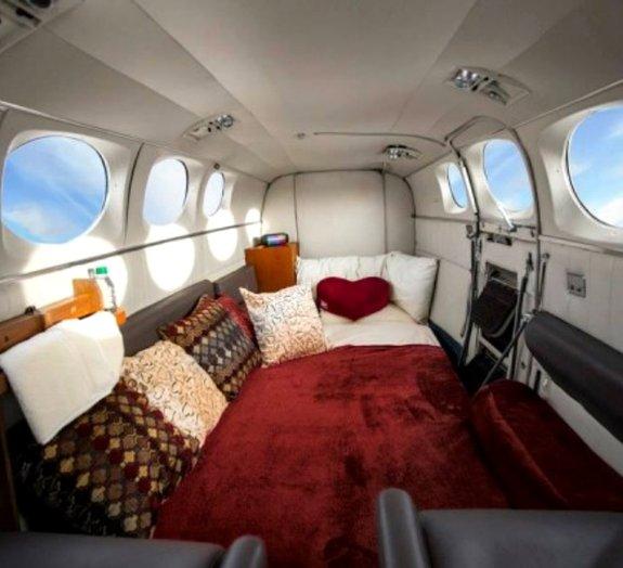 Podem soltar os cintos: o avião-motel já está pronto para decolar