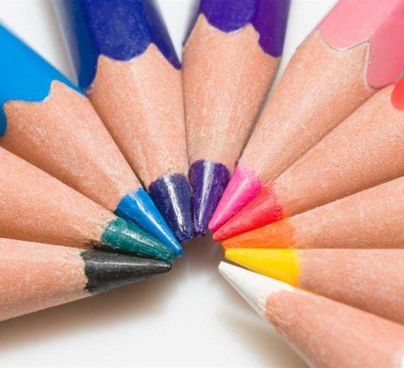 Estudo mostra como as cores dos logotipos afetam as emoções dos clientes