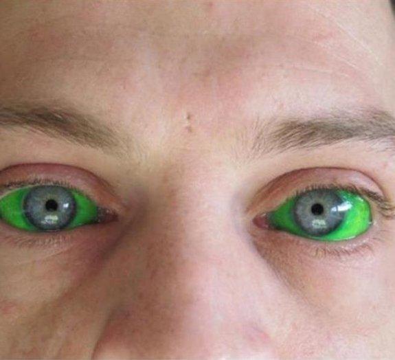 Tatuagem nos olhos: entenda por que não é uma boa ideia entrar nessa onda