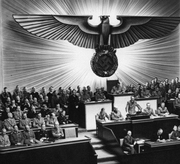 Vídeo raro expõe condição médica que Adolf Hitler mantinha em segredo