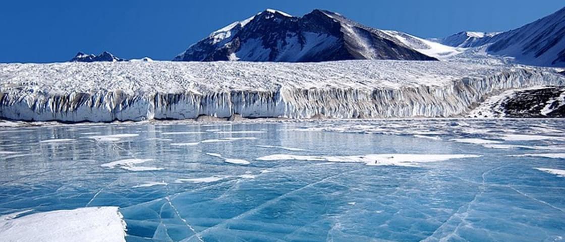 Acredite: existem montanhas e vales debaixo de todo o gelo da Antártida