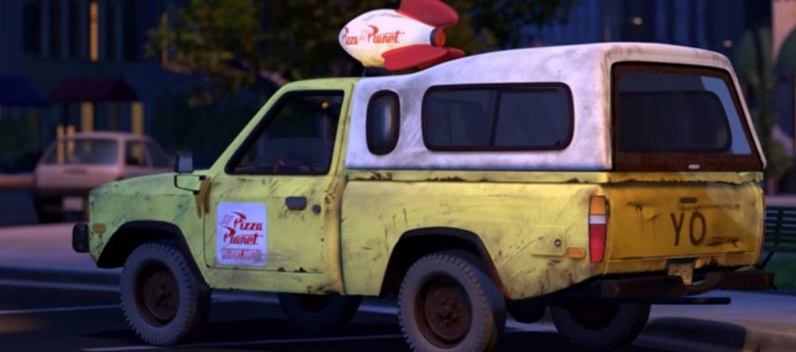 Reparou no caminhão de pizza que aparece em quase todos os filmes da Pixar?