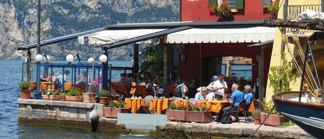 Pesquisa garante que o lugar no restaurante interfere na sua refeição