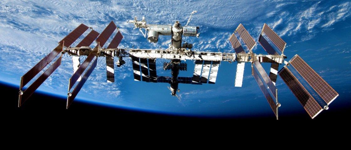 Fantasmas na ISS? Veja peça inverter de direção sozinha em gravidade zero