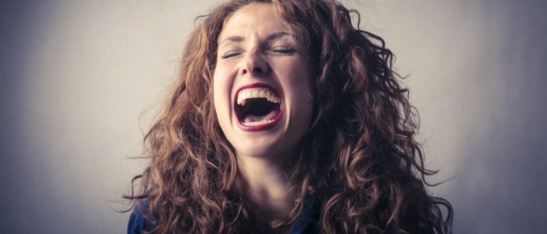 Por essa você não esperava: rir alto pode ter influência genética!