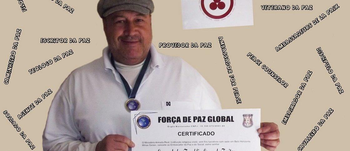 Mineiro bate recorde com 153 condecorações pela paz