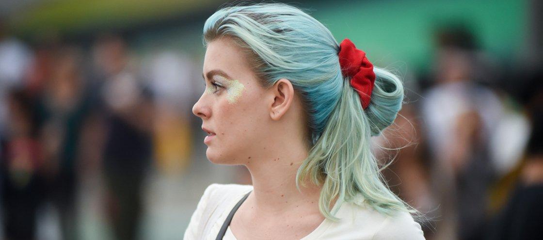 Trident ridiculariza cabelos azuis e provoca reações nas redes sociais