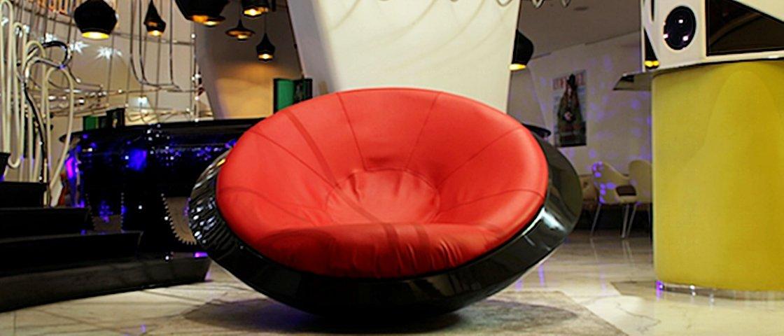 Conheça a futurística cadeira de balanço que é idêntica a um OVNI