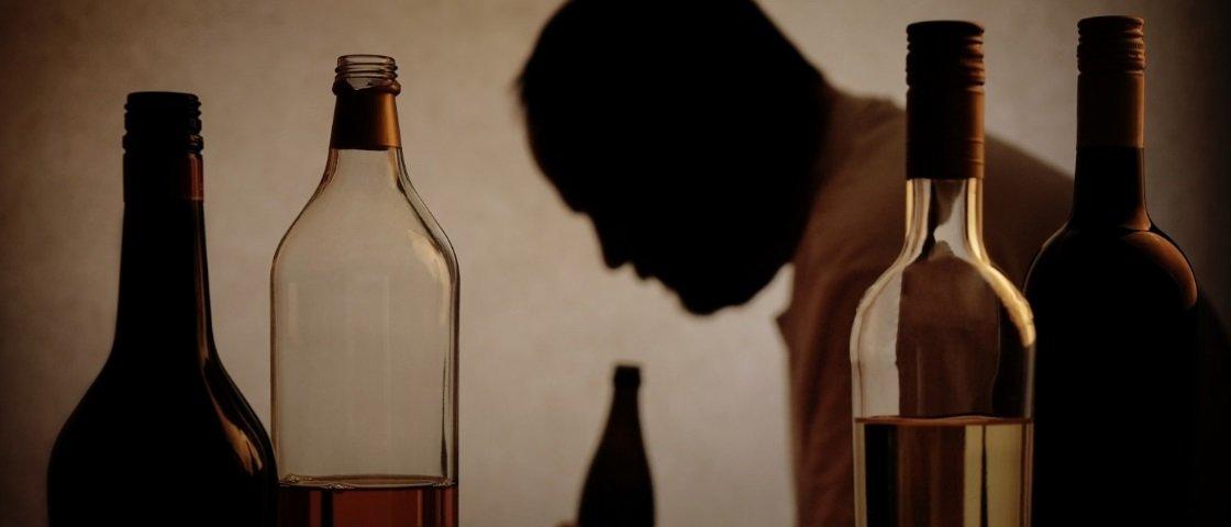 Descubra como o álcool afeta nosso cérebro e nos torna dependentes