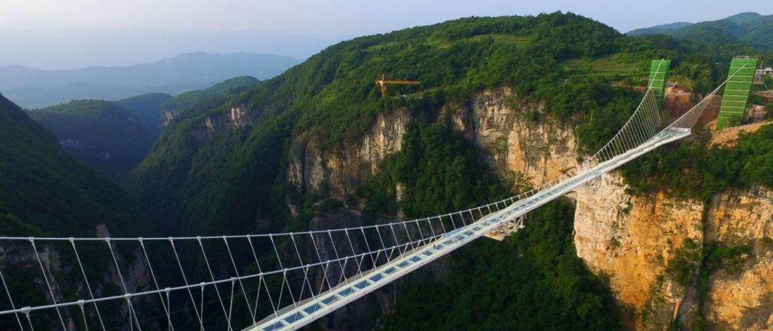 Maior ponte de vidro do mundo precisa ser fechada 13 dias após inauguração