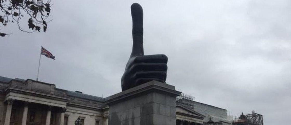 Troféu Joinha: estátua deveria mostrar dedão, mas parece outra coisa