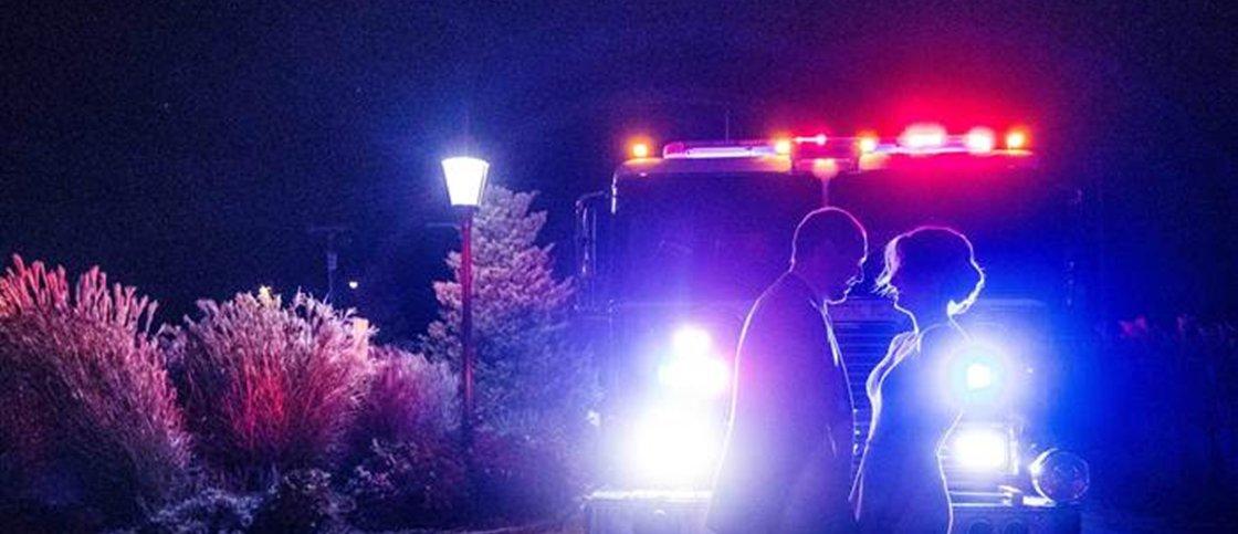 Festa de casamento é evacuada e noivos fazem fotos com os bombeiros