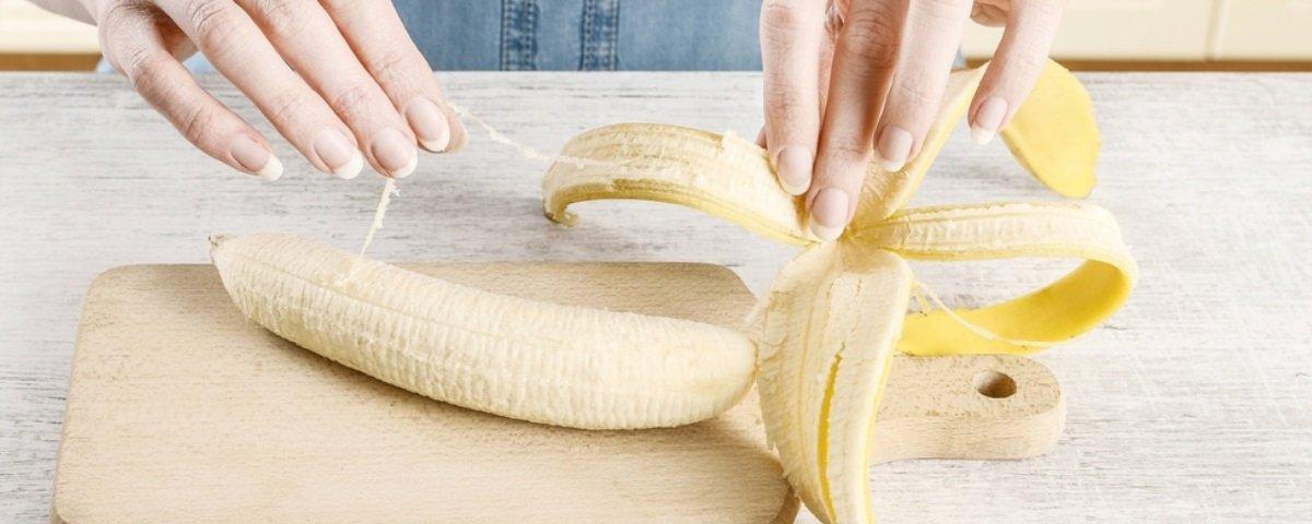Para que servem aqueles fiozinhos que saem das cascas das bananas?