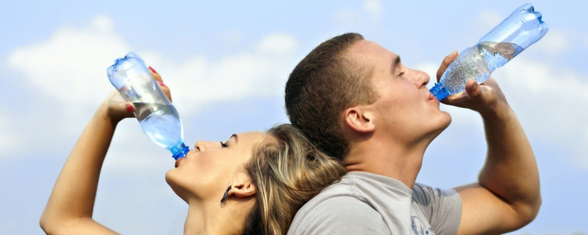 Entenda por que não devemos reutilizar garrafas plásticas de água
