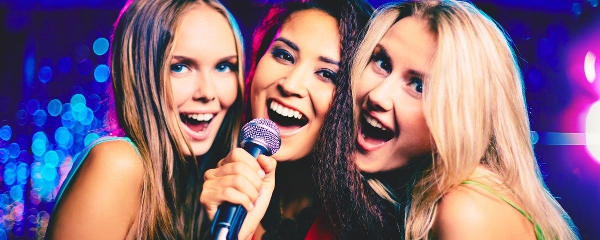 Sem surpresas, pesquisa revela a música brasileira mais cantada em karaokês