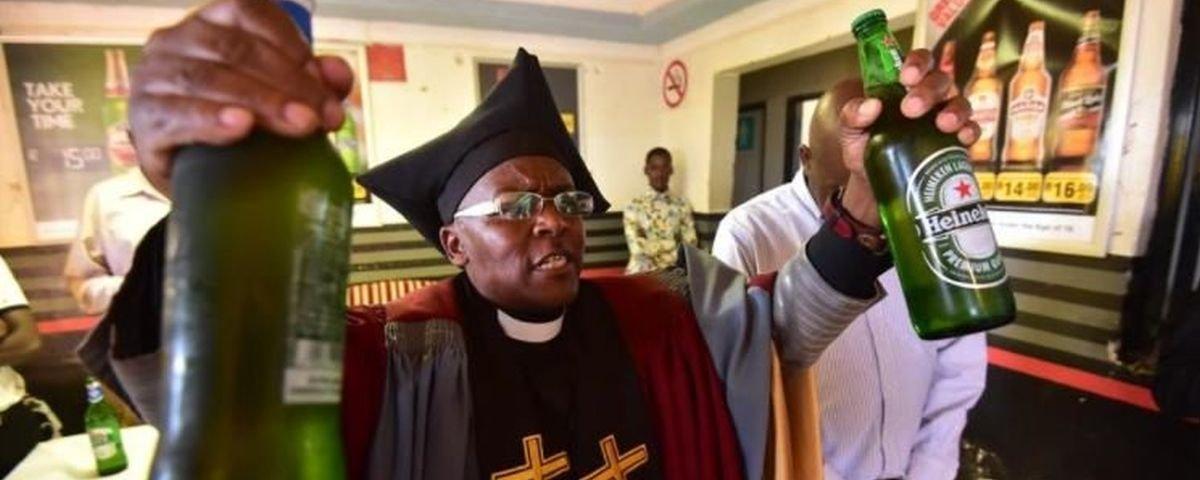 Conheça a Igreja Gabola, na qual você pode adorar a Deus e ao álcool