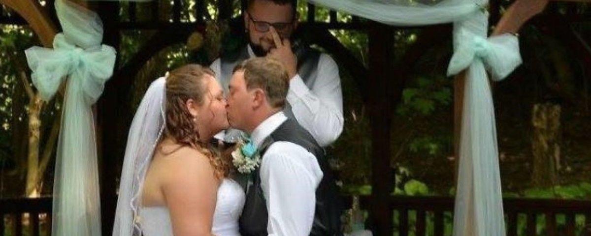 17 photobombs perfeitos em fotos de casamentos
