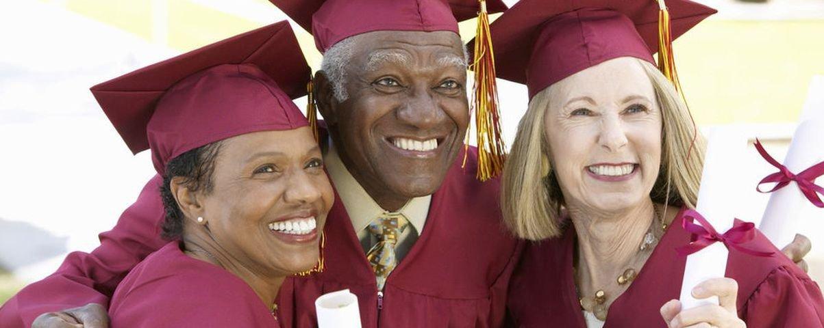 Estudo aponta menor risco de Alzheimer para quem tem diploma universitário