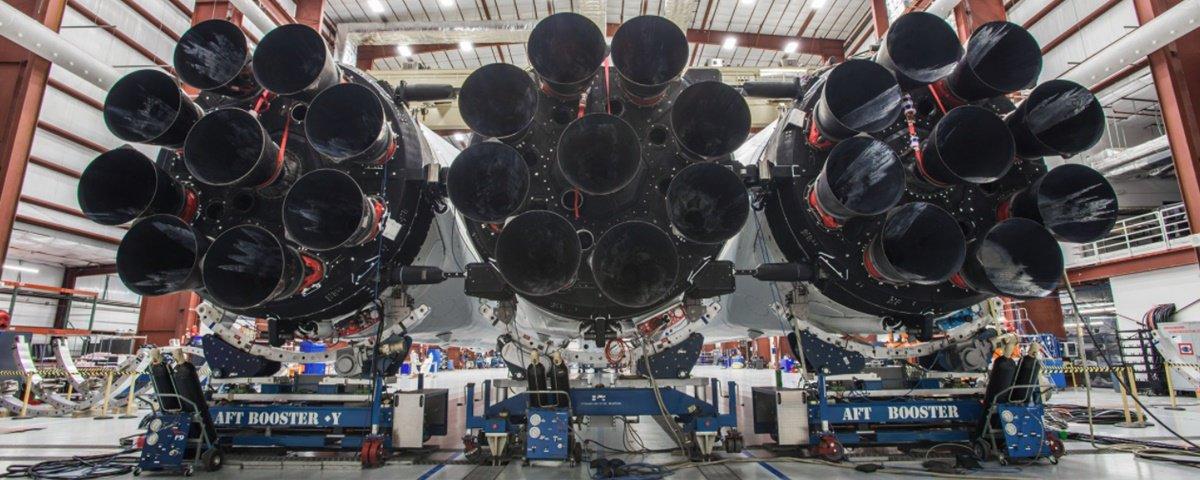 Musk exibe novas fotos do Falcon Heavy, o foguete mais poderoso do planeta