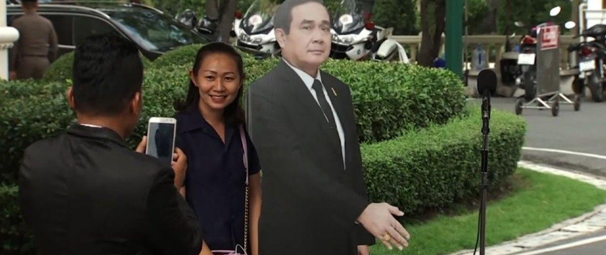 Primeiro-ministro tailandês acha forma peculiar para lidar com jornalistas