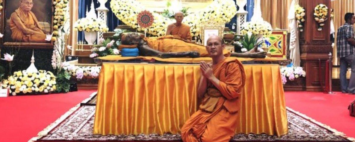 Monge continua sorrindo mesmo após 2 meses de sua morte
