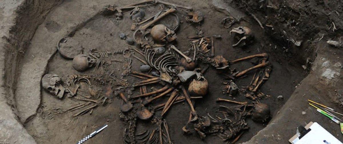 Esqueletos entrelaçados e dispostos em espiral foram descobertos no México