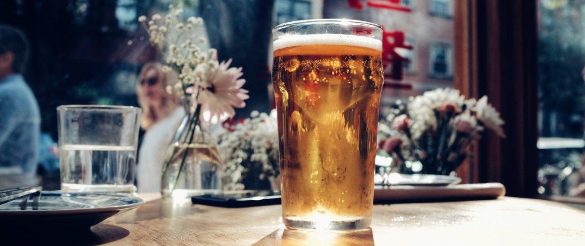 Este truque vai revelar se o seu copo de cerveja estava limpinho ou não
