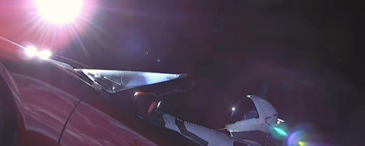 Tesla Roadster e Starman agora são oficialmente corpos celestes