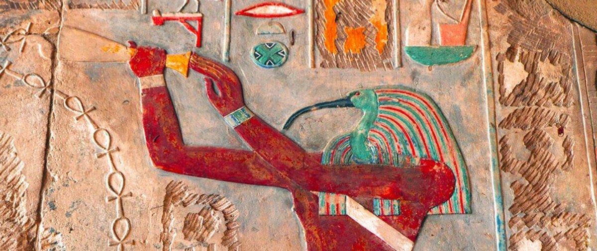 8 tumbas intocadas contendo 40 sarcófagos foram descobertas no Egito